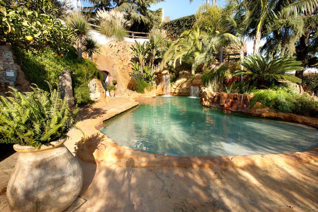 mas-juli-piscina